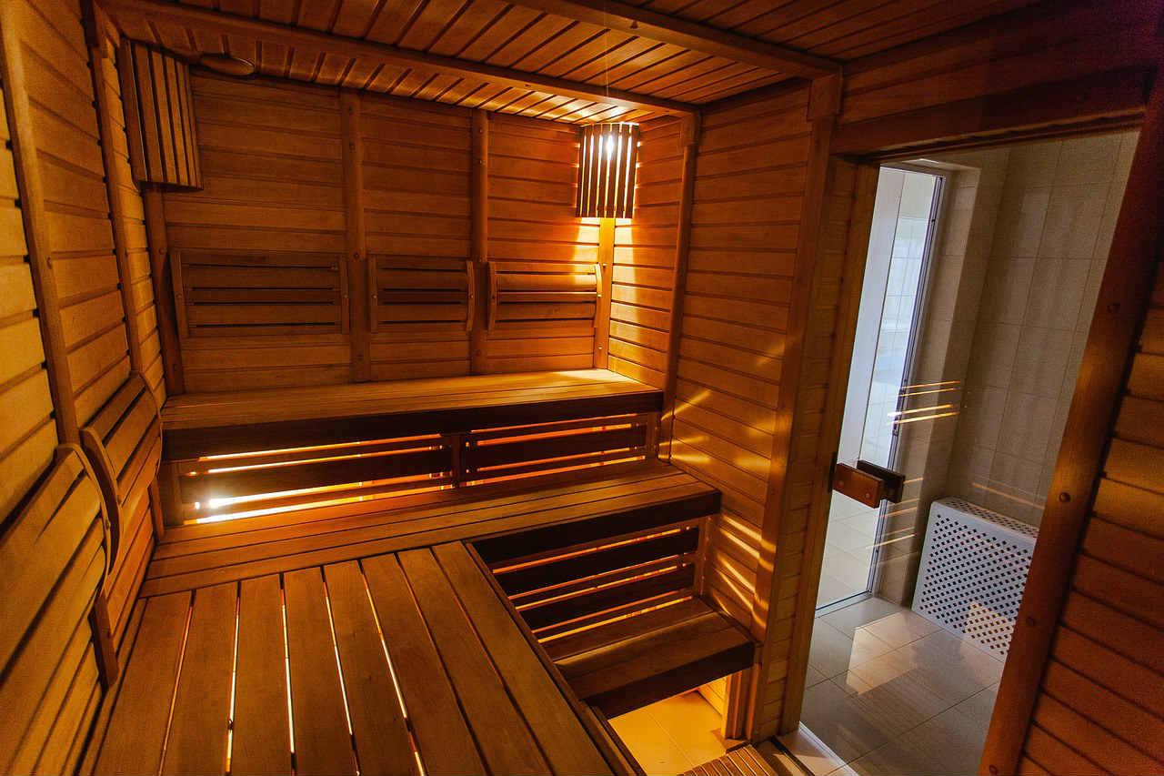 Sauna gotowa czy na zamówienie - sauna od wewnątrz