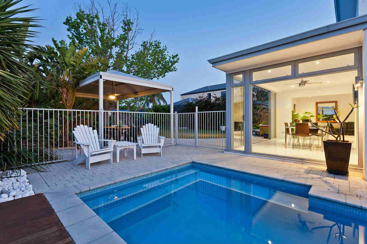 basen domowy z jakich materialow budowane sa baseny