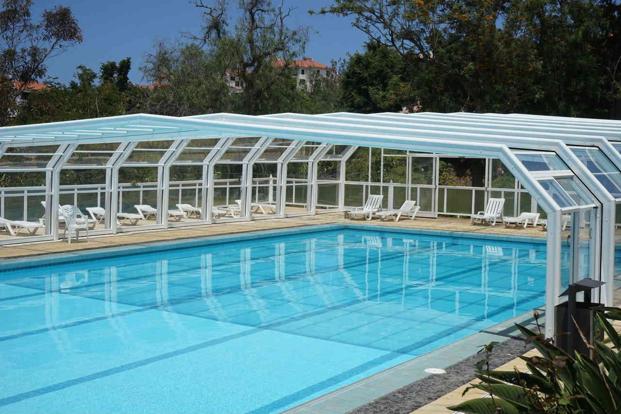 Nowoczesna architektura Zadaszenia basenów – jak wybrać odpowiednie dla nas - Baseny i XH38