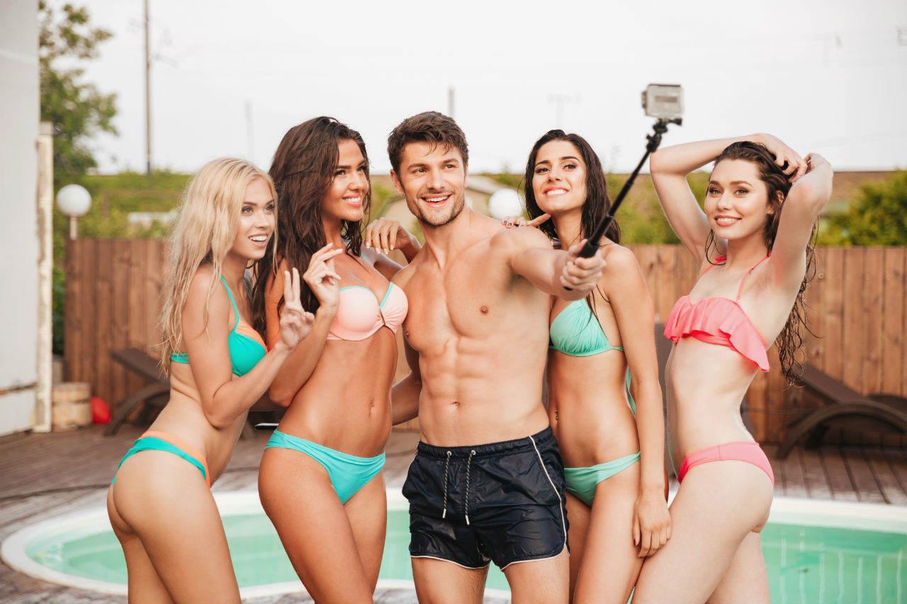 Jakie baseny wybierają Polacy - party przy basenie