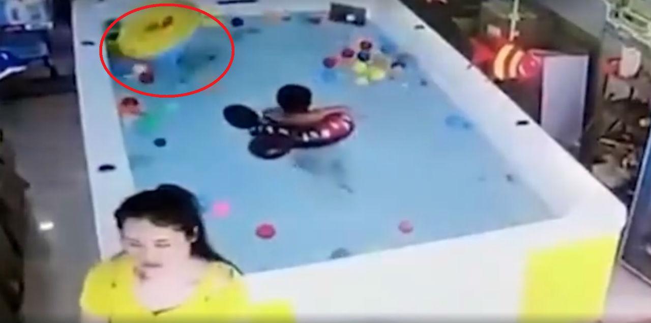 Koło do pływania dla dziecka