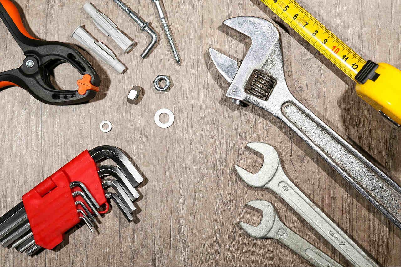 Samodzielna budowa sauny domowej, narzędzia