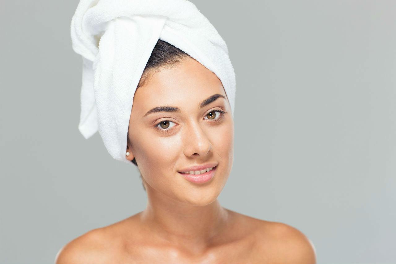 dziewczyna w ręczniku - Bania ruska bio i fitosauna solna caldarium – Sauny