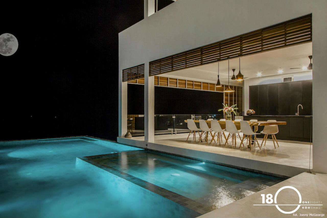 180 Samui - widok z salonu na basen