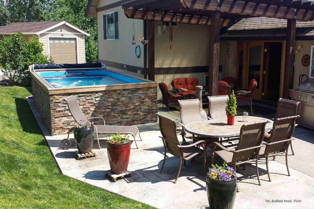 Endless Pools basen w ogrodzie