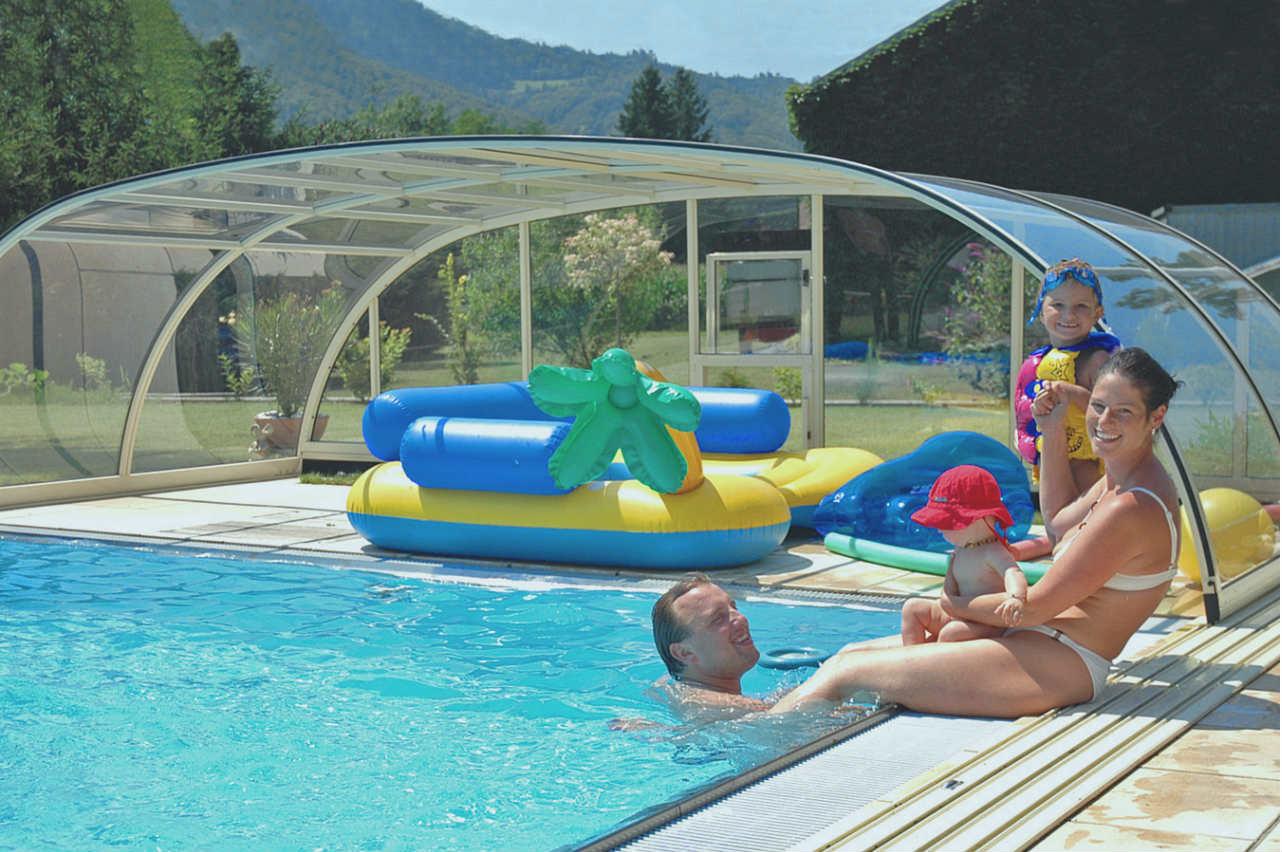 Alukov - zadaszenie basenu w ogrodzie przydomowym