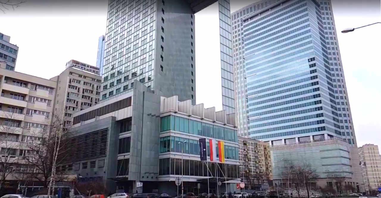 Hotel InterContinental ul. Emilii Plater 49 i słynna dziura, prześwit