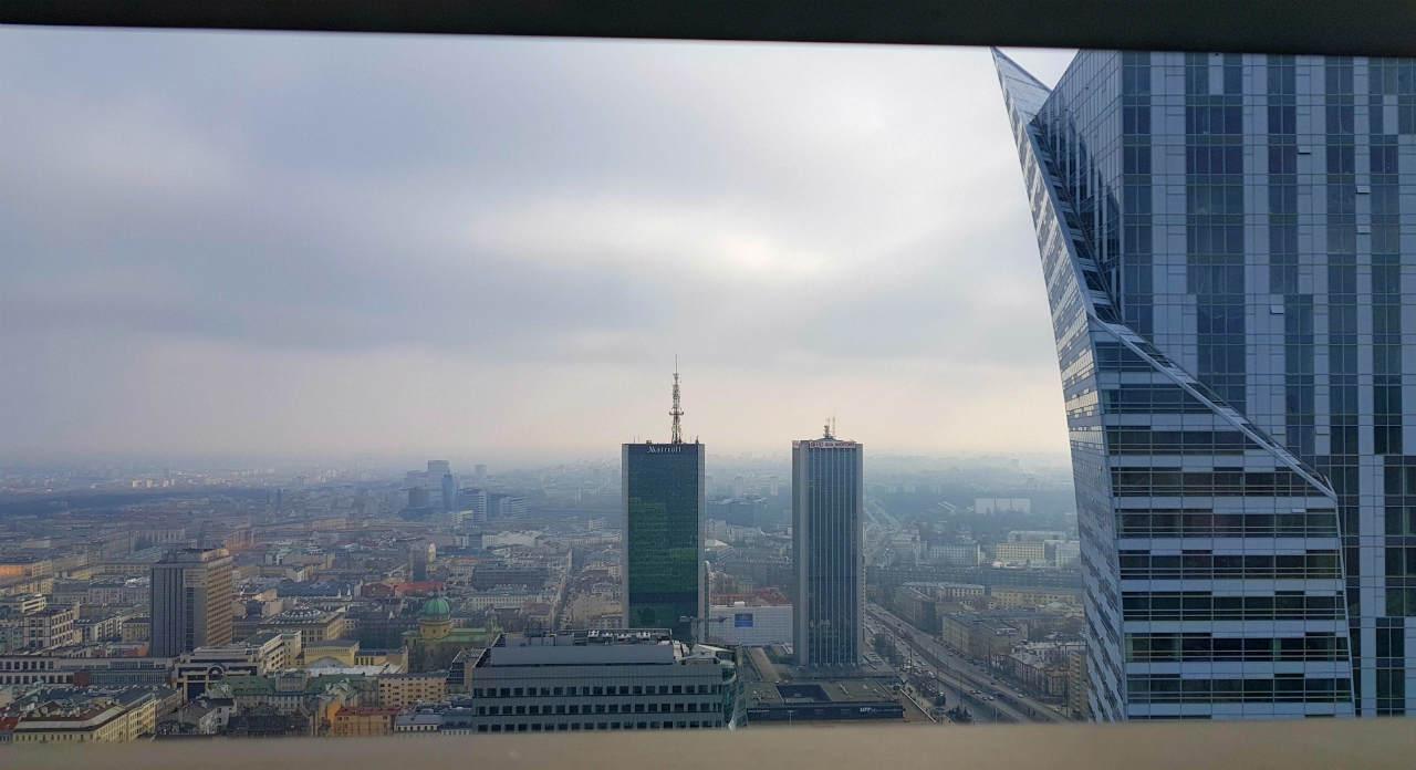 Widok z 43 piętra hotelu InterContinetal na Złota 44