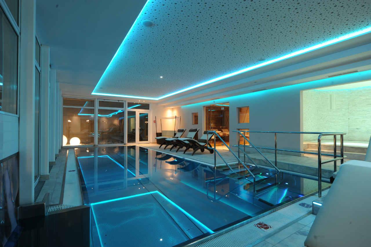 Hotel w Austrii - basen ze stali nierdzewnej Berndorf
