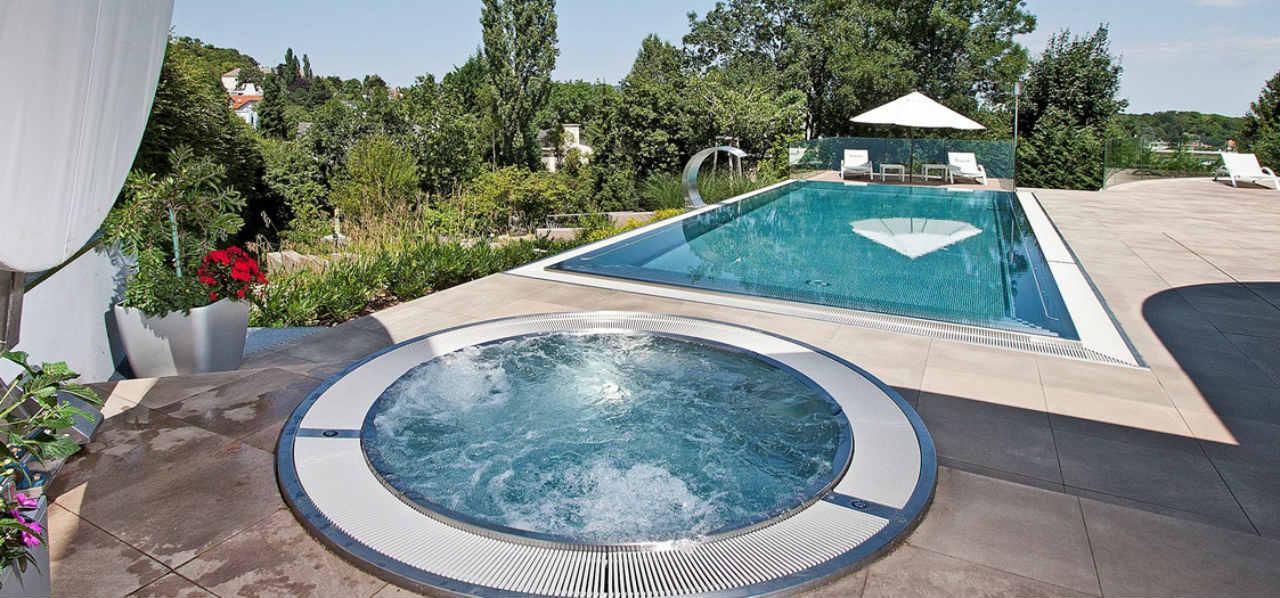 basen ze stali Berndorf - inwestor prywatny