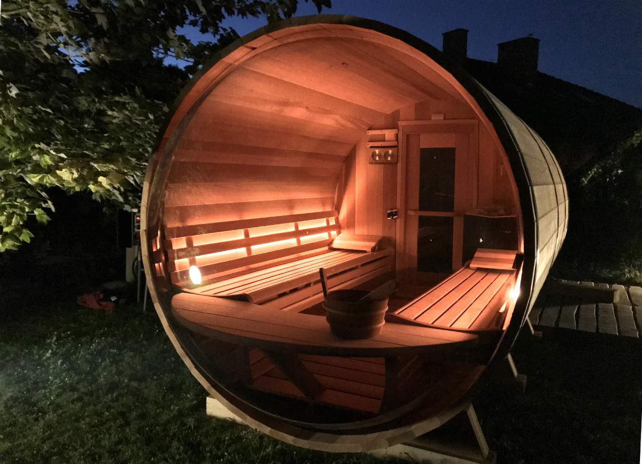 Cedrowa sauna nocą