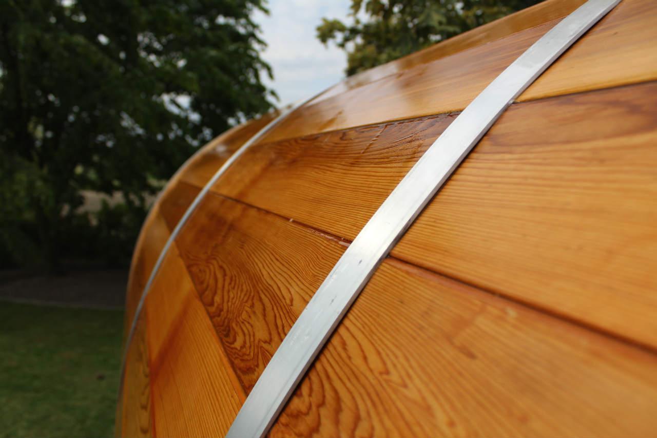 drewno cedrowe nawilżone wodą