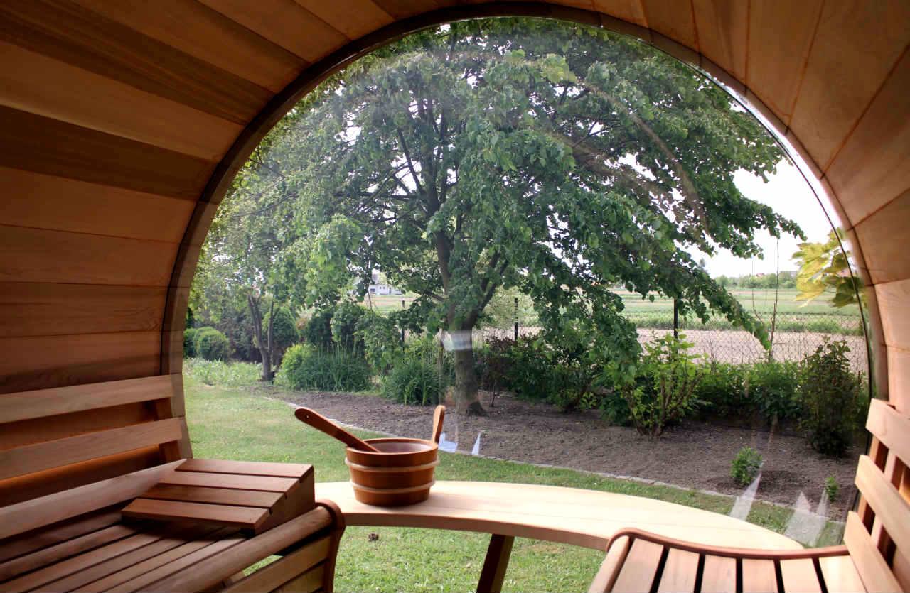 wnętrze sauny z cedru
