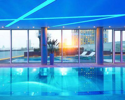 Złota 44 – basen, jakiego nie ma żaden inny apartamentowiec w Warszawie