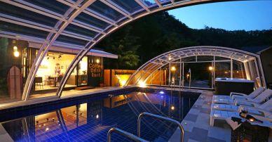 Zadaszenie basenu. Jak może wyglądać w ogrodzie. Przykłady